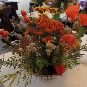 Club Members design Holiday Arrangements at Nov meeting