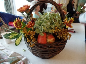 Make your own Flower Arrangement!  18 Nov @1pm